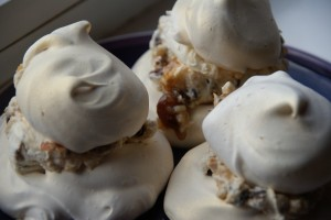 Golden Christmas Meringues