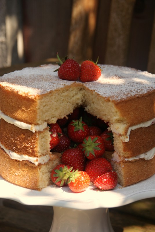 Victoria Sandwich Inside Surprise Cake 070
