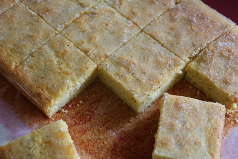 lemon poppyseed traybake 032