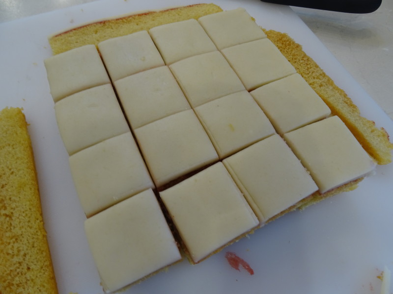 How Do You Cut A Frosted Cake Neatly